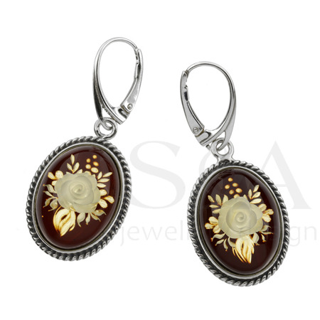 Earrings with cameo