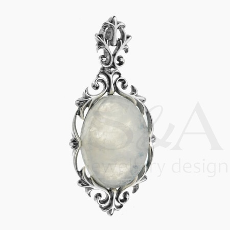 Silver pendant with moonstone